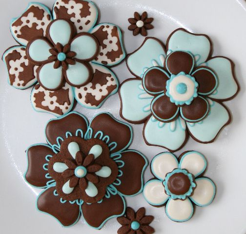 stencil flower cookie